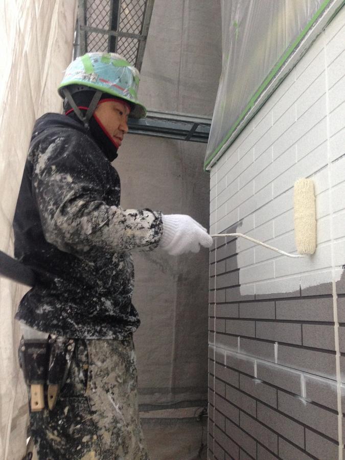 1.16茨木市 秋元様邸 サイディングの下塗り1.jpg