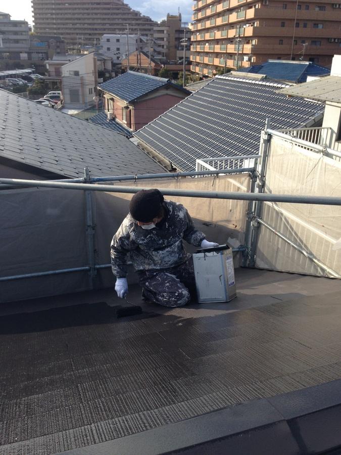 1.17茨木市 秋元様邸 屋根上塗り2.jpg