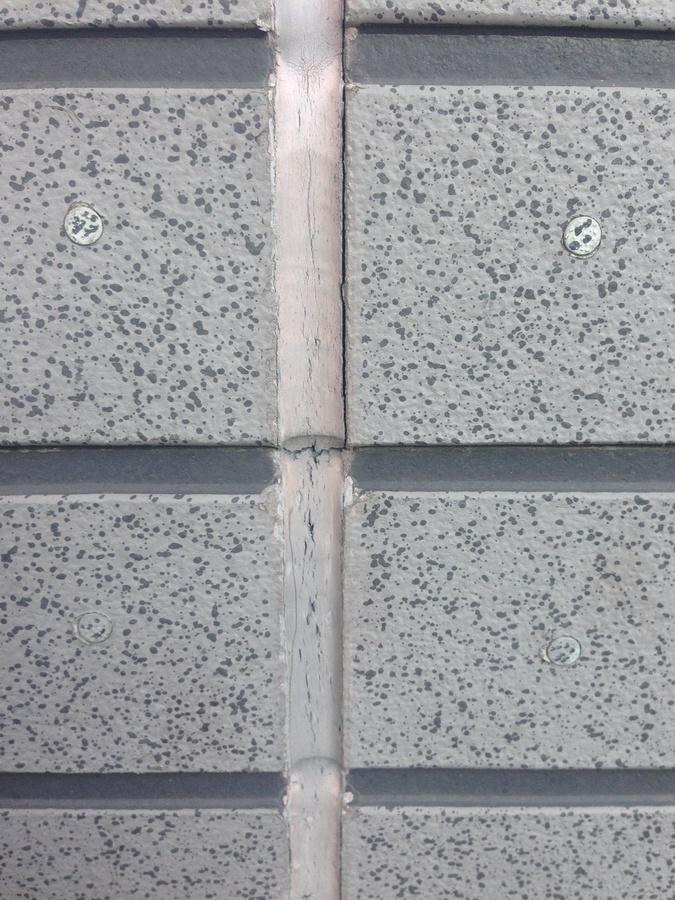 1.7茨木.秋元様 外壁のシールの現状.jpg