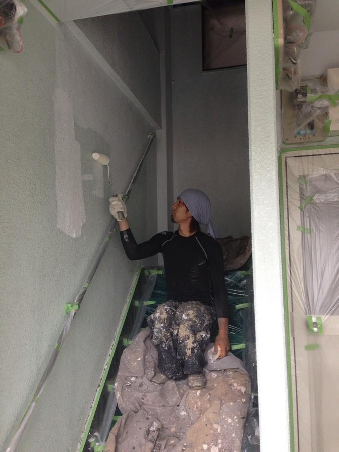 5.19 上田辺リケン 階段室の壁  上塗り.jpg