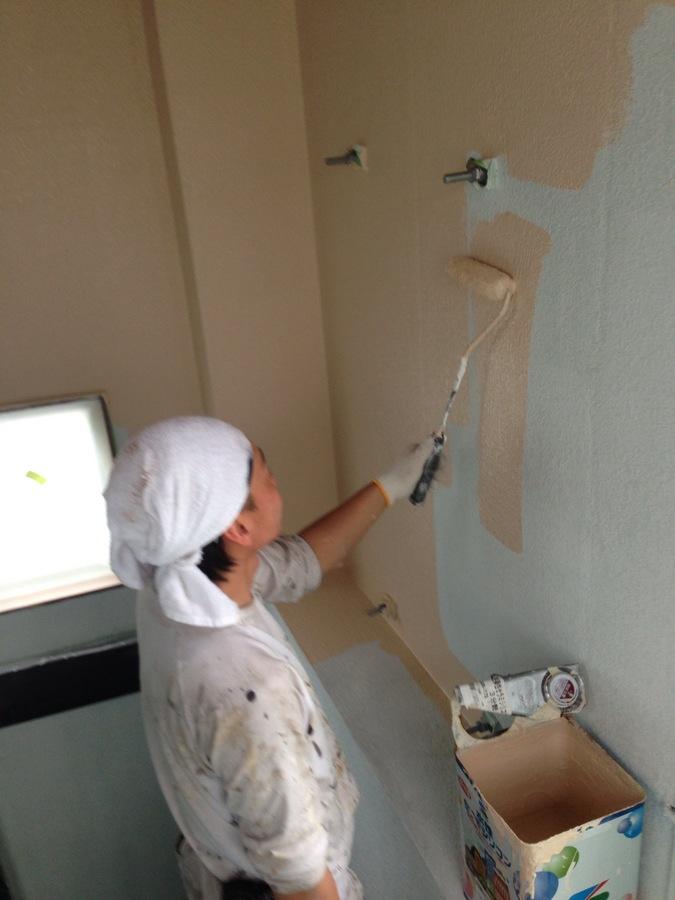 5.19 上田辺リケン 階段室の壁  下塗り.jpg